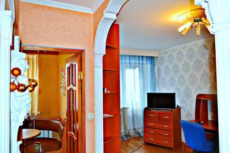 Сдается 1-комнатная квартира посуточно в Курске, улица Ленина, 61.