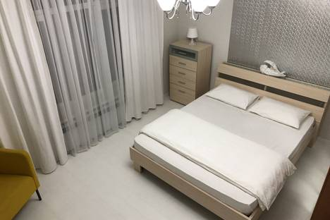 Сдается 2-комнатная квартира посуточно в Ханты-Мансийске, ул. Шевченко, 8.