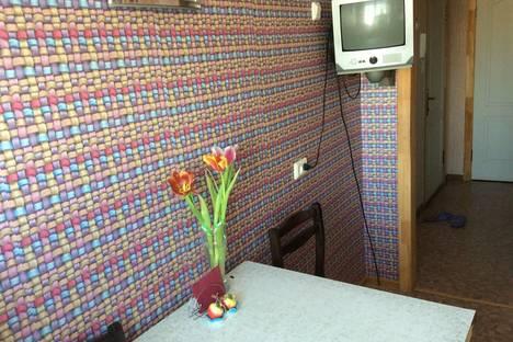 Сдается 2-комнатная квартира посуточнов Кургане, 1-й микрорайон, 13.