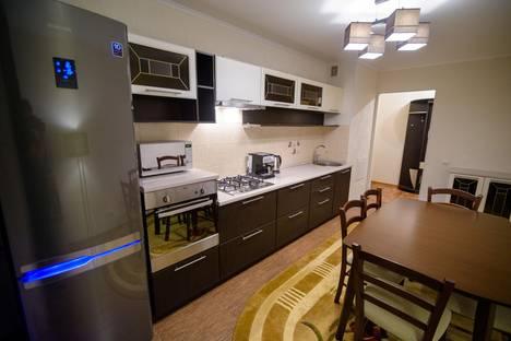 Сдается 2-комнатная квартира посуточнов Вольске, ул. Академика Жук 12/1.