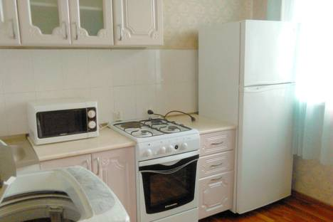 Сдается 1-комнатная квартира посуточно в Биробиджане, ул. Дзержинского, 20.