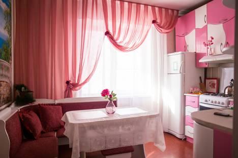 Сдается 1-комнатная квартира посуточно в Омске, 70 лет октября, 18/1.