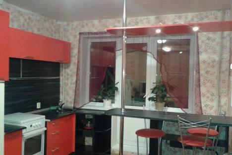 Сдается 3-комнатная квартира посуточно в Челябинске, ул. Стахановцев, 114.