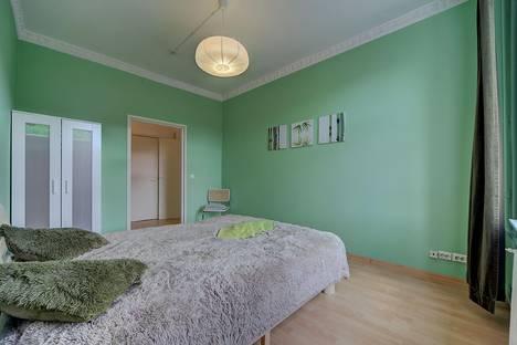 Сдается 2-комнатная квартира посуточно в Санкт-Петербурге, ул. Миргородская, дом 10.