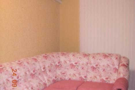 """Сдается 2-комнатная квартира посуточно в Балакове, ул.Титова, д.17""""А""""."""