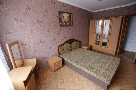 Сдается 2-комнатная квартира посуточнов Керчи, ул. Самойленко, 11.