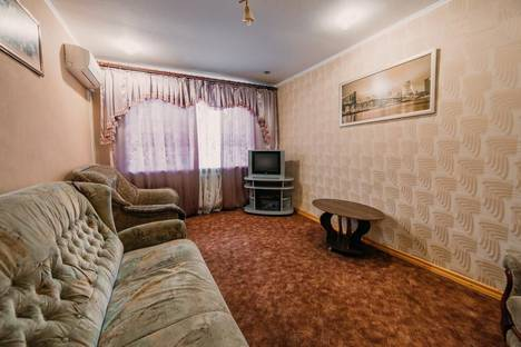 Сдается 2-комнатная квартира посуточно в Керчи, ул. Кирова 31.
