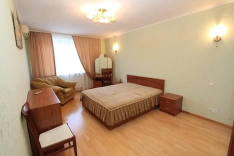 Сдается 3-комнатная квартира посуточно в Феодосии, пер. Колхозный 7а.