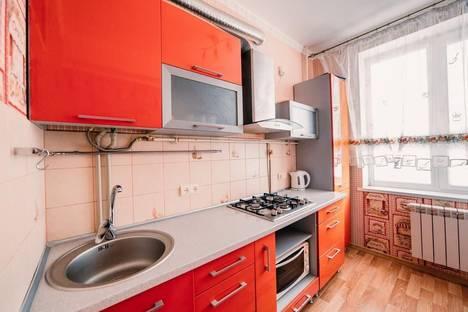 Сдается 2-комнатная квартира посуточно в Керчи, ул. Ленина 29.