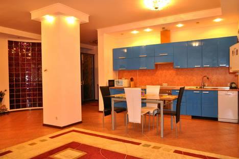 Сдается 2-комнатная квартира посуточнов Ливадии, Парковый проезд 6а.