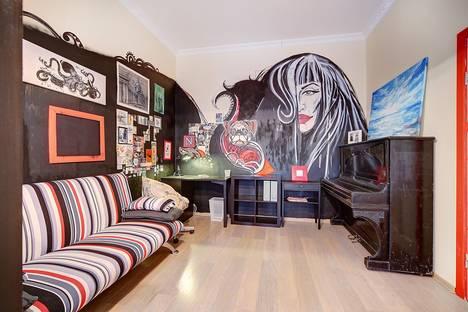 Сдается 2-комнатная квартира посуточнов Санкт-Петербурге, ул. Куйбышева, 7.