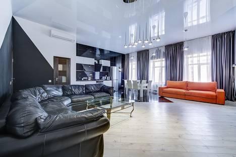 Сдается 3-комнатная квартира посуточнов Санкт-Петербурге, Невский проспект, 81.
