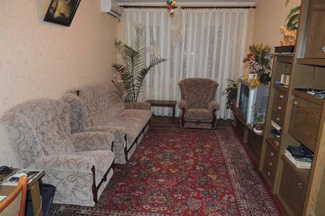 Сдается 3-комнатная квартира посуточнов Щелкином, 3-й микрорайон, 92.