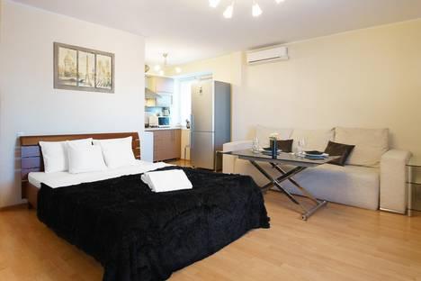 Сдается 1-комнатная квартира посуточно, ул. Парижской Коммуны, 19.