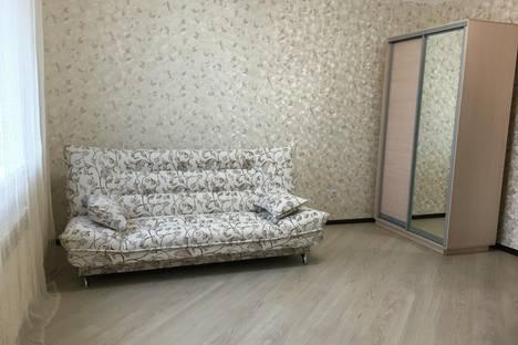 Сдается 1-комнатная квартира посуточно в Аксае, ул. Суворова, 21/32.