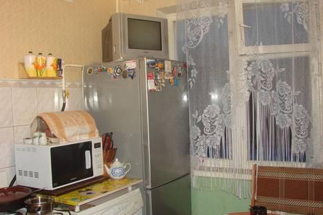 Сдается 2-комнатная квартира посуточно в Гатчине, Карла Маркса 66.