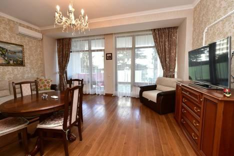 Сдается 2-комнатная квартира посуточнов Ялте, Набережная Ленина, 4.
