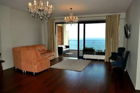 Сдается 3-комнатная квартира посуточнов Ливадии, Парковый проезд 6а.