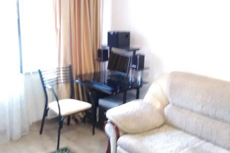 Сдается 1-комнатная квартира посуточно в Алматы, 5 микрорайон дом 1.