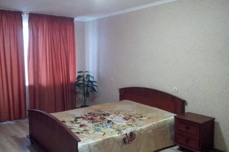 Сдается 2-комнатная квартира посуточно в Саратове, ул. им Рахова В.Г.,  169/171.