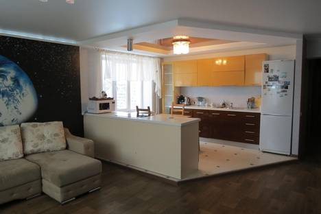 Сдается 3-комнатная квартира посуточнов Бердске, ул. Первомайская, 123.