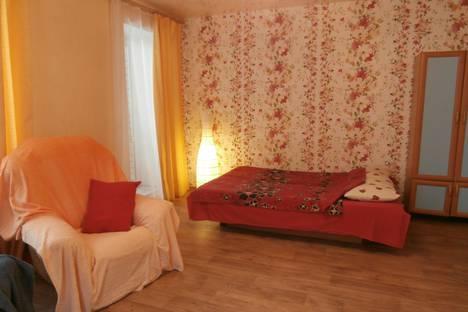Сдается 1-комнатная квартира посуточно в Волгограде, Шекснинская, 64.