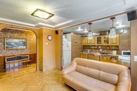 Сдается 3-комнатная квартира посуточно в Ростове-на-Дону, Ворошиловский проспект, 58.