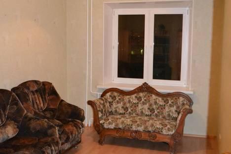 Сдается 4-комнатная квартира посуточно в Нижневартовске, ул. Омская, 68.