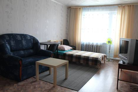 Сдается 2-комнатная квартира посуточнов Верхней Салде, ул. Энгельса, 63.