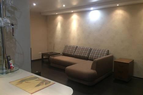 Сдается 1-комнатная квартира посуточно в Ангарске, 84-й квартал, 19.