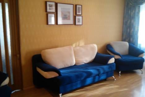Сдается 2-комнатная квартира посуточнов Серове, ул. Луначарского, 112.