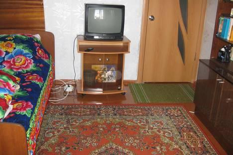 Сдается 2-комнатная квартира посуточно в Кировске, олимпийская85 22.