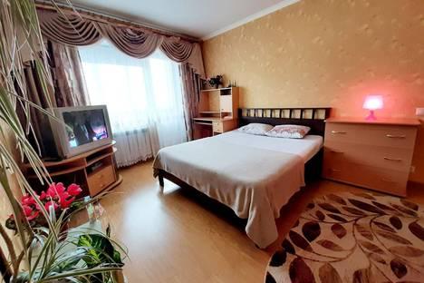 Сдается 1-комнатная квартира посуточно в Омске, ул. 70 лет Октября, 22.