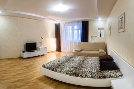 Сдается 1-комнатная квартира посуточнов Казани, ул. Адоратского, 3.