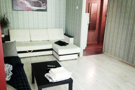Сдается 2-комнатная квартира посуточно в Смоленске, ул. Кирова, 8.