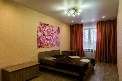 Сдается 3-комнатная квартира посуточно в Кирове, ул. Орловская, 4.