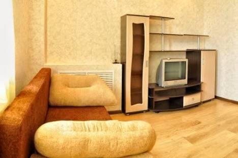 Сдается 2-комнатная квартира посуточно в Кирове, Мопра 110.