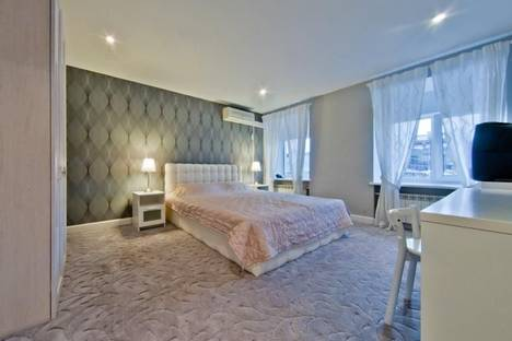 Сдается 3-комнатная квартира посуточно в Санкт-Петербурге, Невский 32-46.