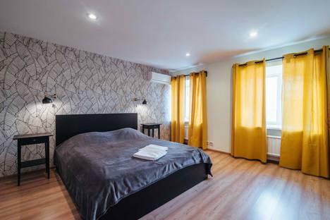 Сдается 3-комнатная квартира посуточно в Санкт-Петербурге, Невский 32-44.