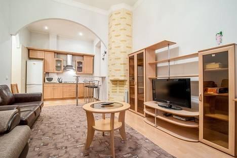 Сдается 2-комнатная квартира посуточно в Санкт-Петербурге, Пушкинская 6.