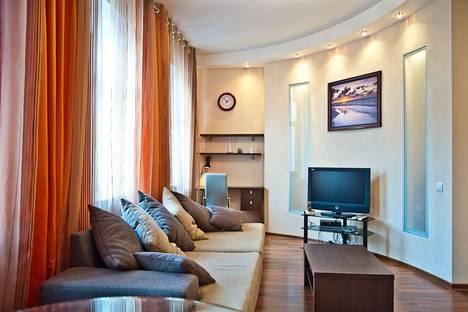 Сдается 2-комнатная квартира посуточнов Санкт-Петербурге, Невский 73.