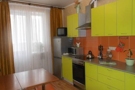 Сдается 1-комнатная квартира посуточно в Саратове, 2 Станционный проезд 15а.