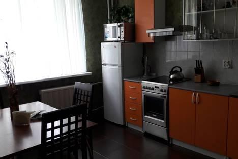 Сдается 2-комнатная квартира посуточно в Саратове, Магистраль; 2 Станционный проезд 15а.