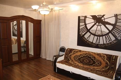 Сдается 2-комнатная квартира посуточно в Уральске, Победы 105.