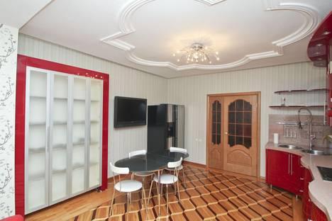 Сдается 2-комнатная квартира посуточно в Сургуте, ул. Григория Кукуевицкого, 12/2.