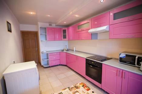 Сдается 3-комнатная квартира посуточно в Брянске, ул.Крахмалева 49к2.