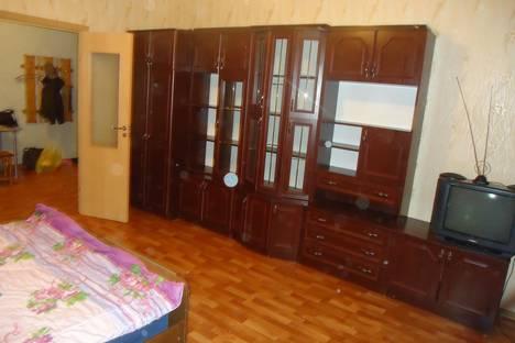 Сдается 3-комнатная квартира посуточно в Пскове, ул. Шестака, 16.