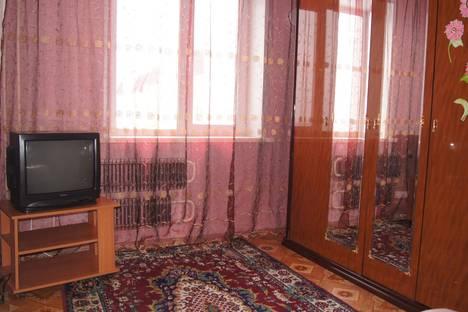 Сдается 2-комнатная квартира посуточнов Барнауле, улица Сергея Семенова 17.