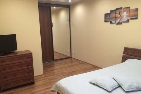 Сдается 2-комнатная квартира посуточно, ул. Строителей, 9В.