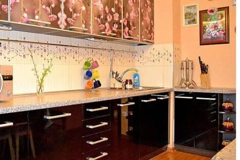 Сдается 2-комнатная квартира посуточнов Партените, ул . Партенитская дом 11.